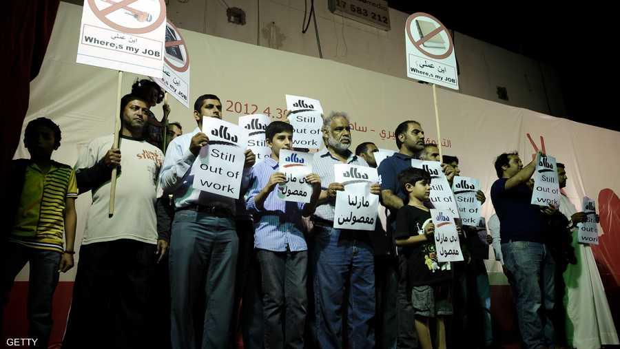 عمال بحرينيون يقولون إنهم فصلوا من أعمالهم يطالبون بالعودة إليها