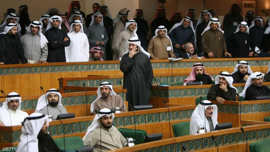 برلمان 2009 يعود للحياة بعد أن أحل أمير الكويت مجلس 2012 في يونيو