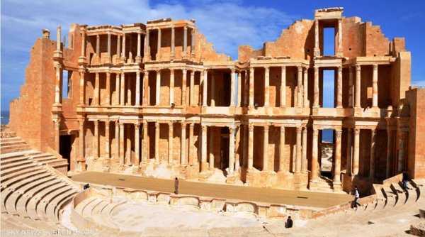أدت الحفريات إلى اكتشاف وترميم معظم مباني وشوارع ومسرح ومدفن المدينة القائمة حتى الآن، وبها المسرح الكبير.