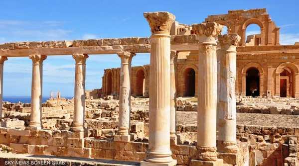 الأعمدة الرومانية بقيت صامدة عبر السنين لتكون شاهدة على تلك الحضارة.