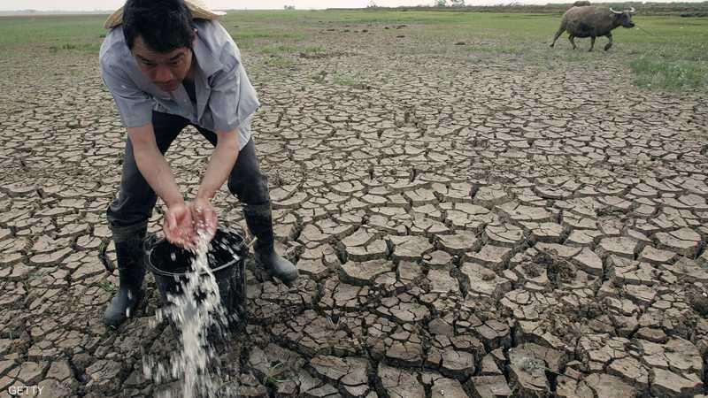زخات مياه تعجزها سطوة الجفاف