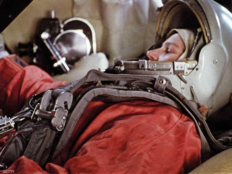 تيريشكوفا أول امرأة تسافر في الفضاء خلال التدريب على رحلتها الفضائية عام 1964 في كبسولة فوستوك