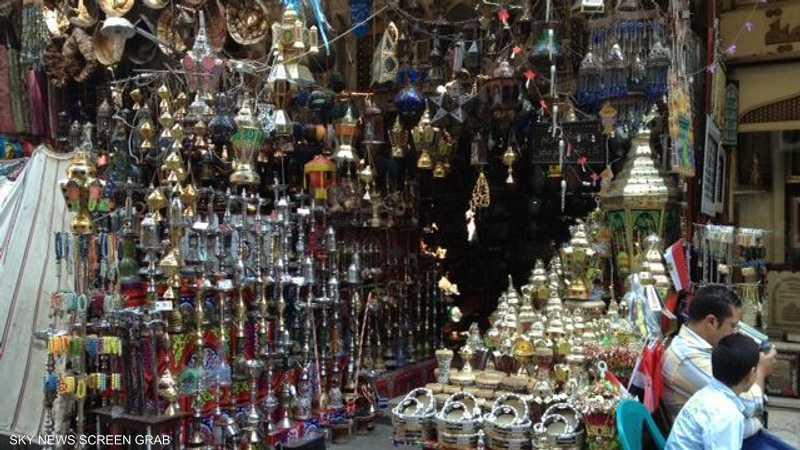خان الخليلي واحد من أعرق أسواق مصر والشرق، ويزيد عمره قليلاً على 600 عام