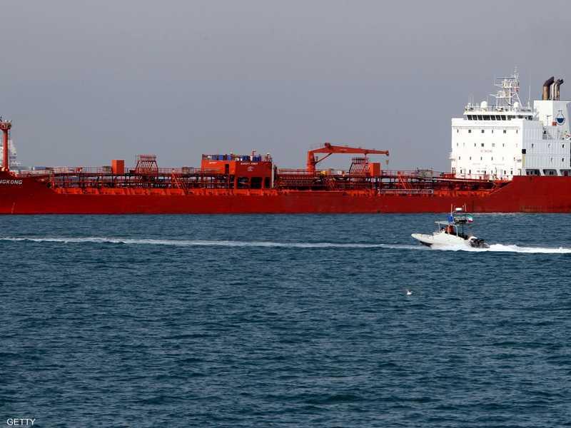 ناقلة نفط إيراني عند ميناء بندر عباس