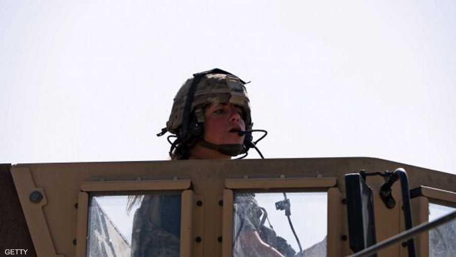 جندية أميركية في عربة مصفحة في كابل