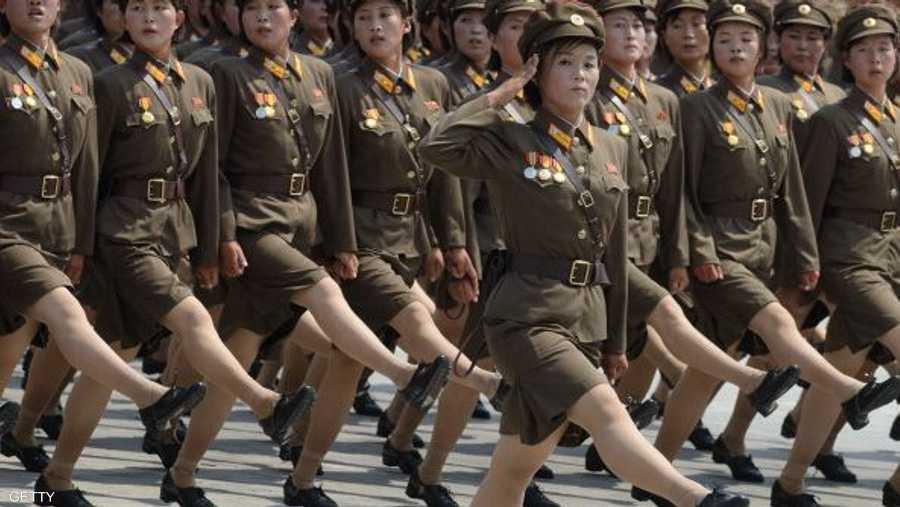 عرض عسكري نسائي في بيونغ يانغ