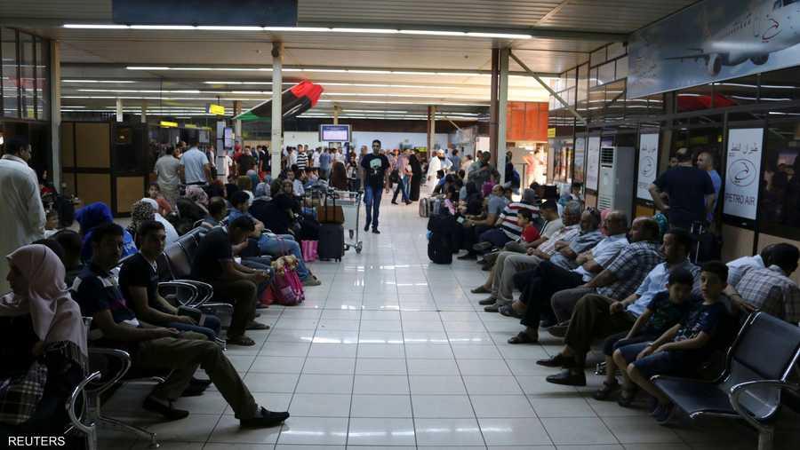 المطار يعج بالمسافرين منذ بدء المعارك في طرابلس