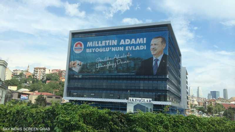 لافتات أردوغان تحتل أماكن مميزة في شوارع اسطنبول