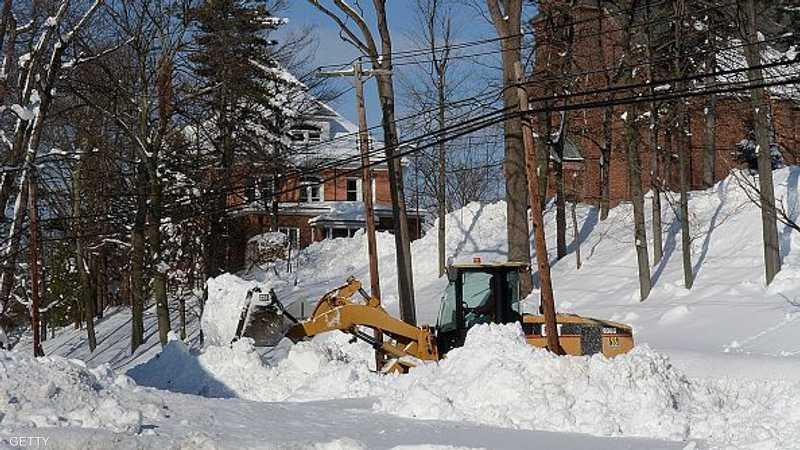 العاصفة الثلجية هبت على مناطق بولاية نيويورك، إلى جانب منطقة البحيرات العظمى