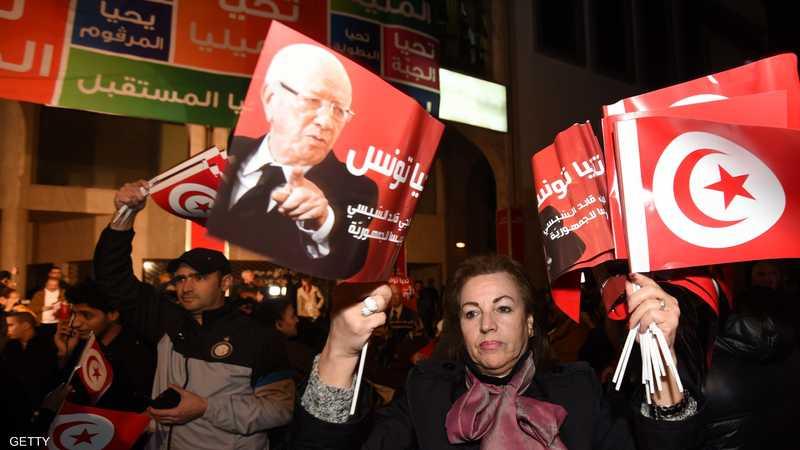 في أول انتخابات حرة بعد الثورة التونسية فاز الباجي قائد السبسي برئاسة البلاد في ديسمبر