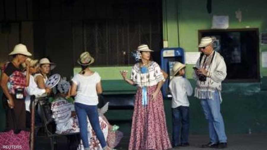 البوليرا تجمع بين الزي الغجري والفساتين التقليدية في بنما