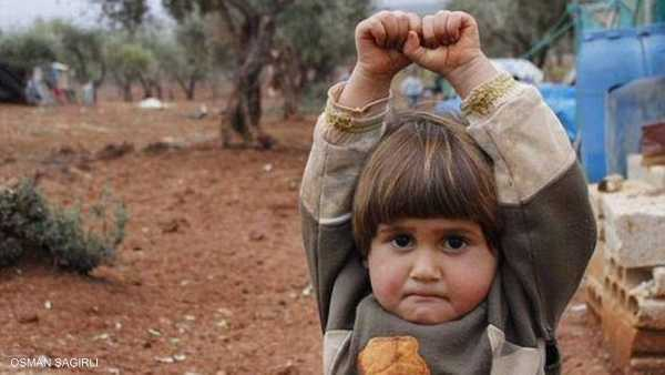 """حين ظنت طفلة سورية الكاميرا """"سلاحا"""" 1-735460"""