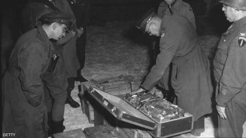 أرشيفية توضح عثور جنود الحلفاء على أثار ذهبية ألمانية