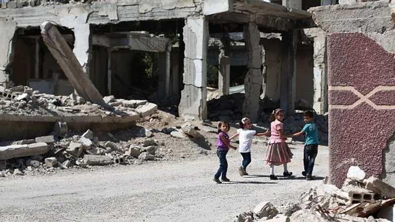 أطفال يحتفون بعيد الفطر وسط الدمار