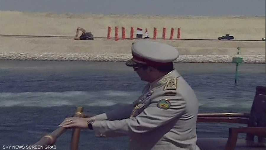 الرئيس المصري على ظهر سفينة المحروسة في قناة السويس الجديدة