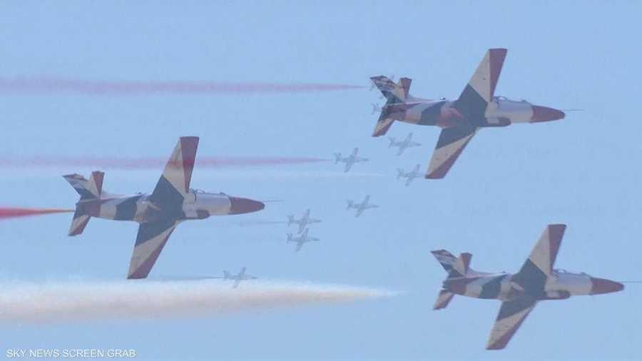 طائرات مصرية تستعرض خلال مراسم افتتاح قناة السويس الجديدة