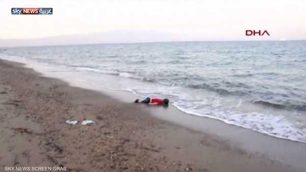 """قصة """"الطفل الغريق"""" التي صدمت العالم"""