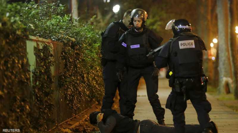 الشرطة الفرنسية تعتقل رجلا قرب مركز باتاكلان وتحاول التحقق من هويته