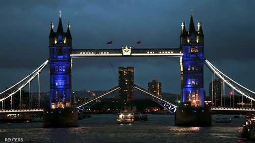 جسر البرج المعلق في لندن يكتسي بألوان العلم الفرنسي