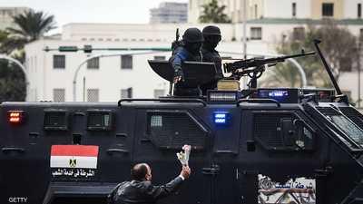 """ما هي حكاية """"الكفن"""" التي هزت مصر؟"""