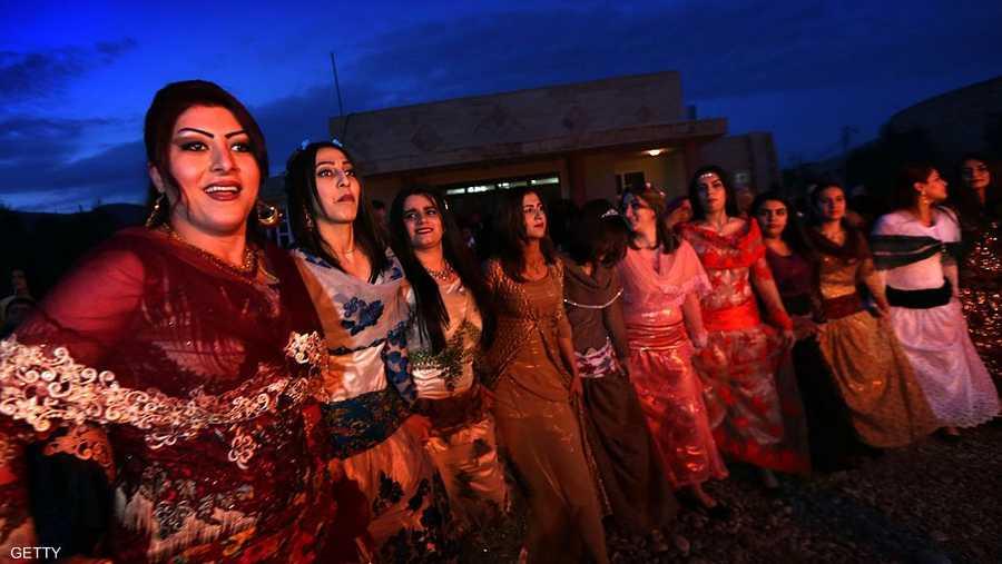 الكرديات يحتفلن بزينتهن وفساتينهن التقليدية