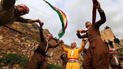 أعلام كردستان ترفرف احتفالا