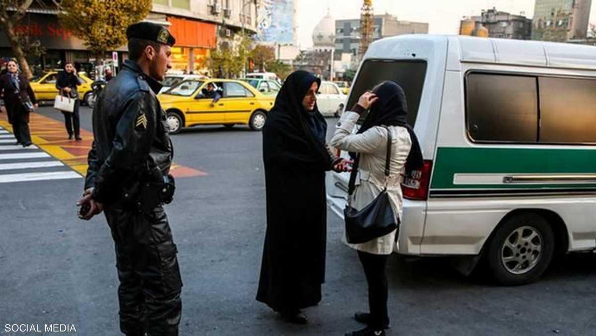 إصابة ثلاثة عناصر الشرطة الايرانية 1-836208.jpg
