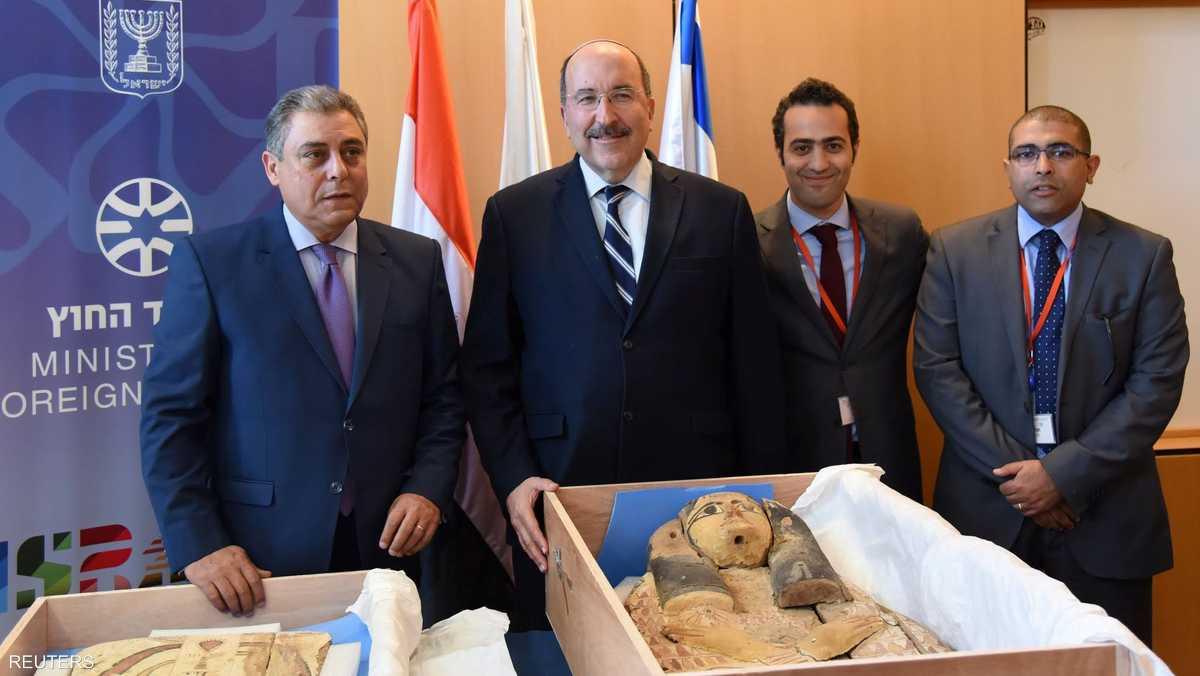 إسرائيل تعيد قطعتين أثريتين سرقتا من مصر