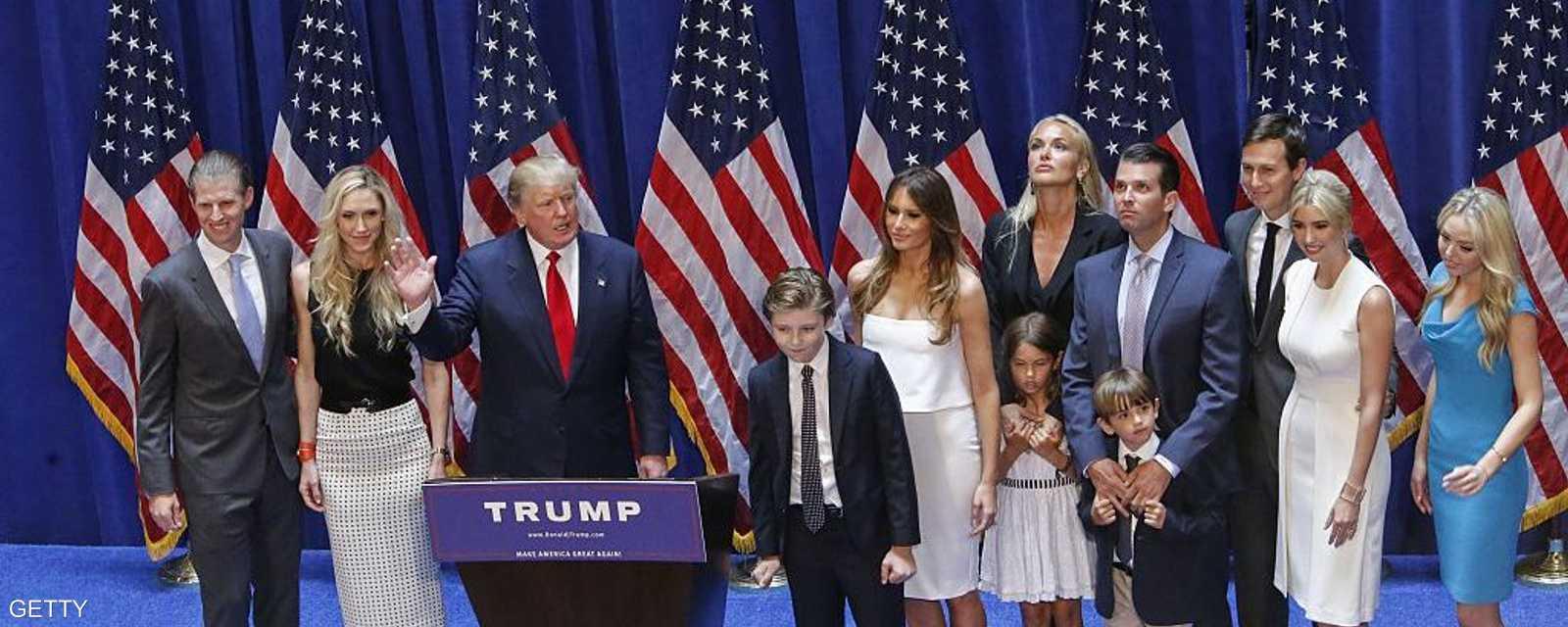 المرشح المثير للجدل مع عائلته