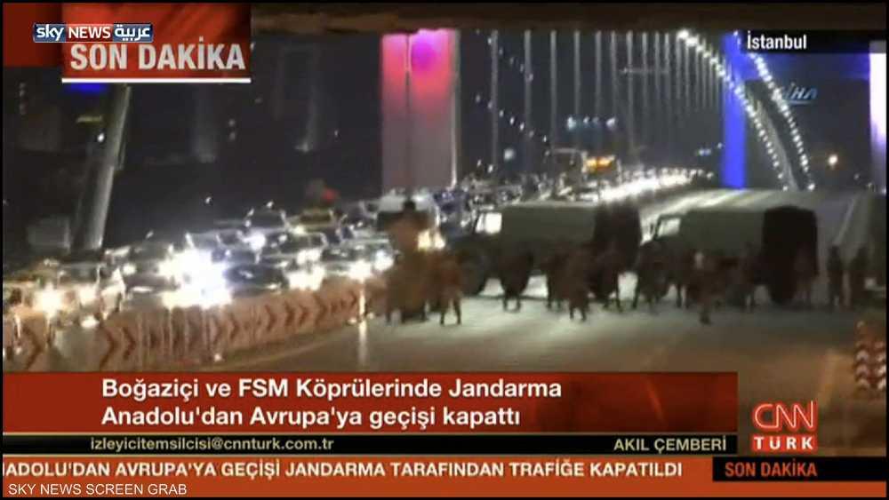 بالصور مجموعة من الظباط الاتراك يسيطرون على مبنى هيئة الاركان التركية وانباء عن انقلاب عسكرى 1-857746
