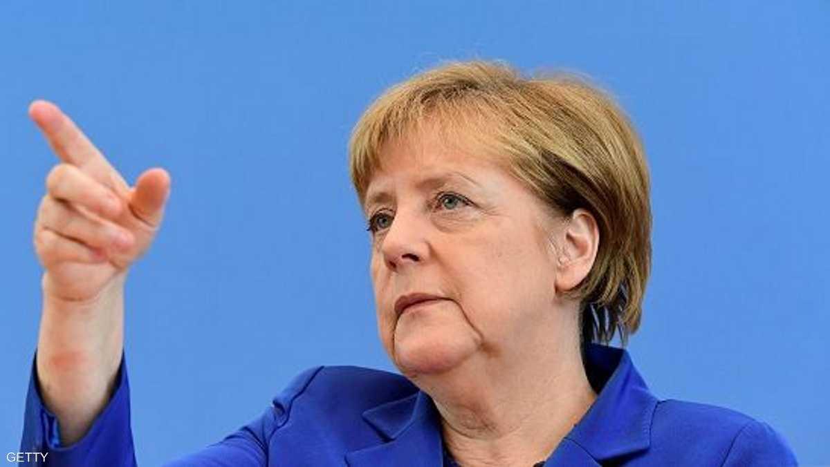 ميركل تنتقد وقف ترحيل طالبي لجوء من ألمانيا