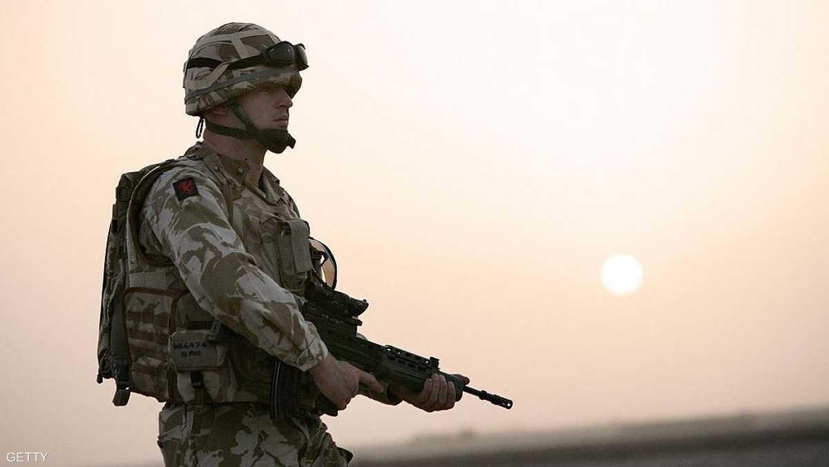 جنود الجيش البريطاني يتلقون تحذيرات 1-864101.jpg