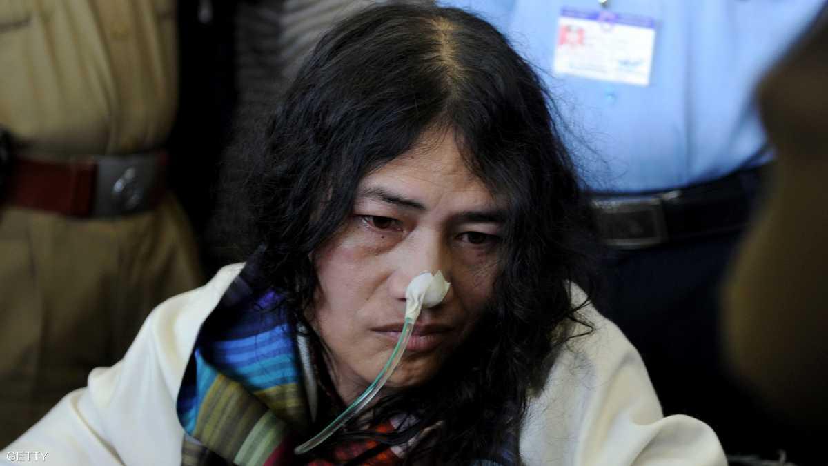 ناشطة هندية تنهى اضرابا الطعام 1-864811.jpg