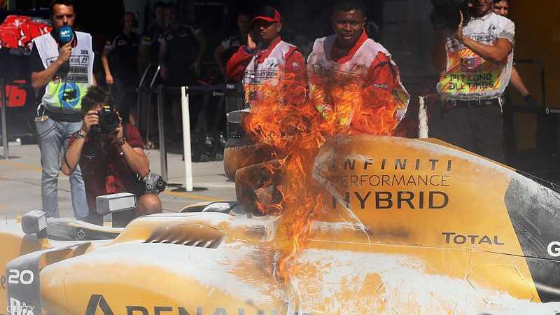 النيران اشتعلت في سيارة ماغنوسن مباشرة بعد انطلاق الجولة الأولى للتجارب