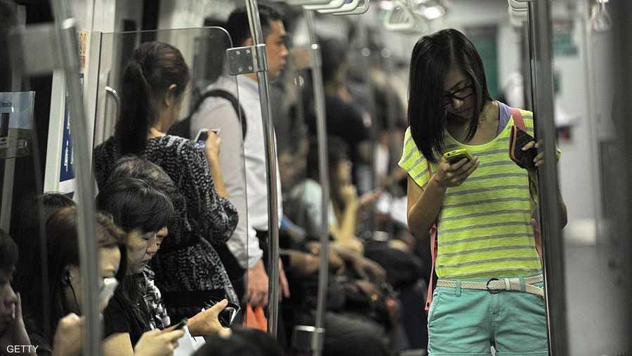يقضي الشخص ما يقارب 700 إلى 1400 ساعة في السنة في استخدام هاتفه النقال أو الكمبيوتر اللوحي