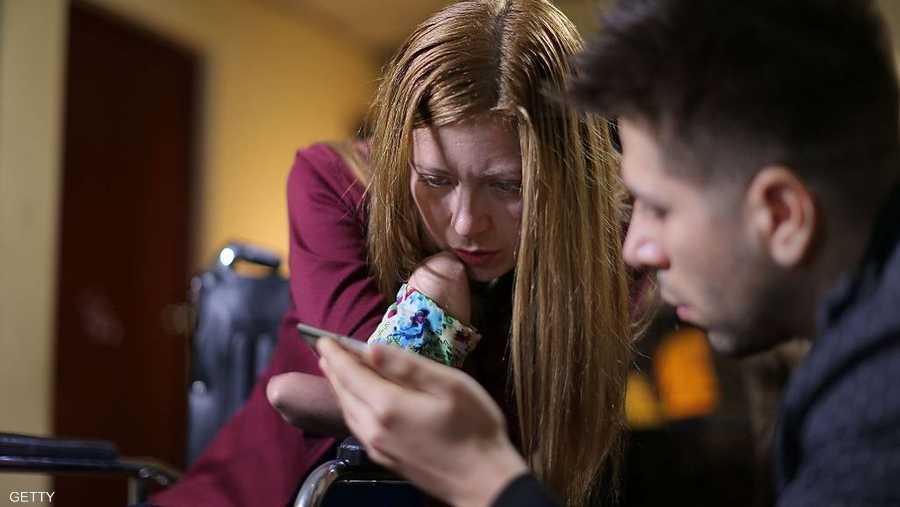 الشخص الواحد يمكن أن يقضي من ساعتين إلى أربع ساعات في اليوم على الهاتف الذكي