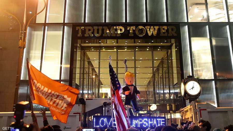 احتشد المئات أمام برج ترامب الدولي في نيويورك للتعبير عن قلقهم من مستقبل بلادهم