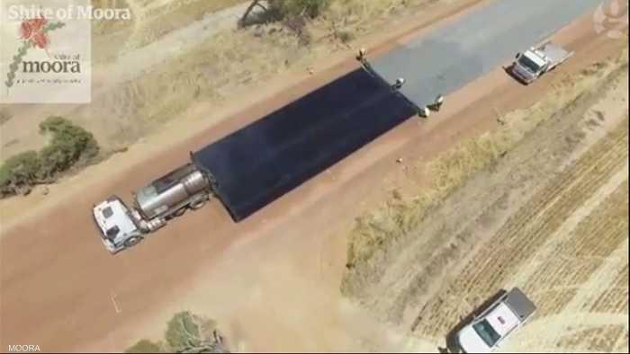 مقطع فيديو صوّرته طائرة من دون طيار يظهر طريقة مذهلة في رصف الطرق