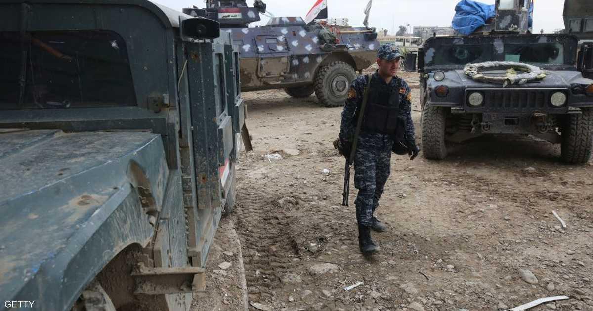 مجموعة من الضباط العراقيين بقبضة داعش   أخبار سكاي نيوز عربية