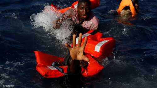 يكافحون الغرق في مياه البحر المتوسط الجمعة