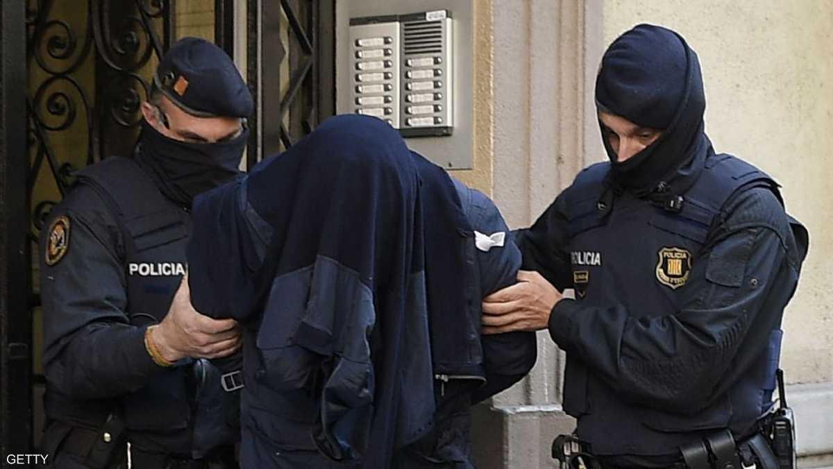 إسبانيا.. اعتقال مصري وإسباني يشتبه بارتباطهم بداعش