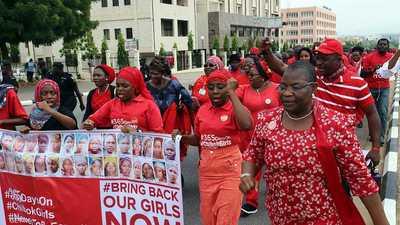 مسلحون مجهولون يخطفون أكثر من 300 تلميذة في نيجيريا
