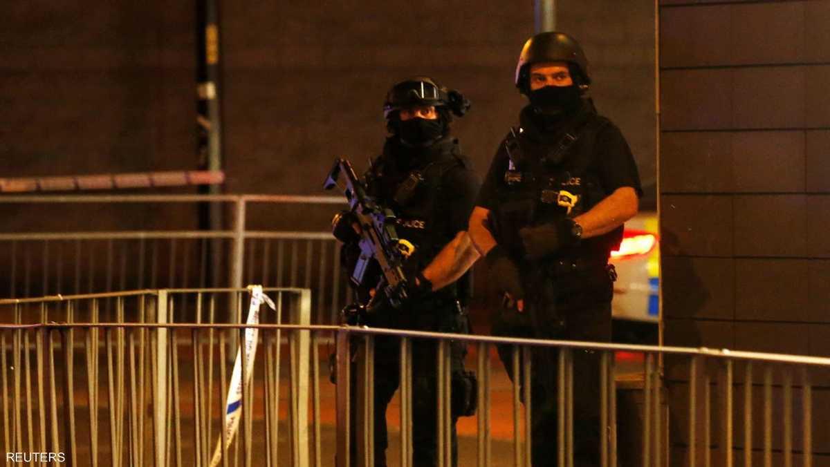 الشرطة البريطانية في مكان الحادث