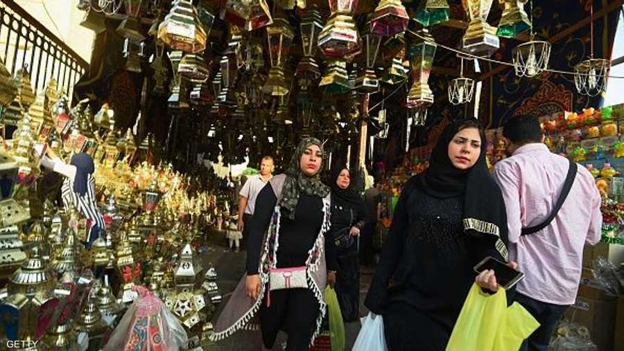 الأسر المصرية تحرص على شراء الفوانيس لأبنائها