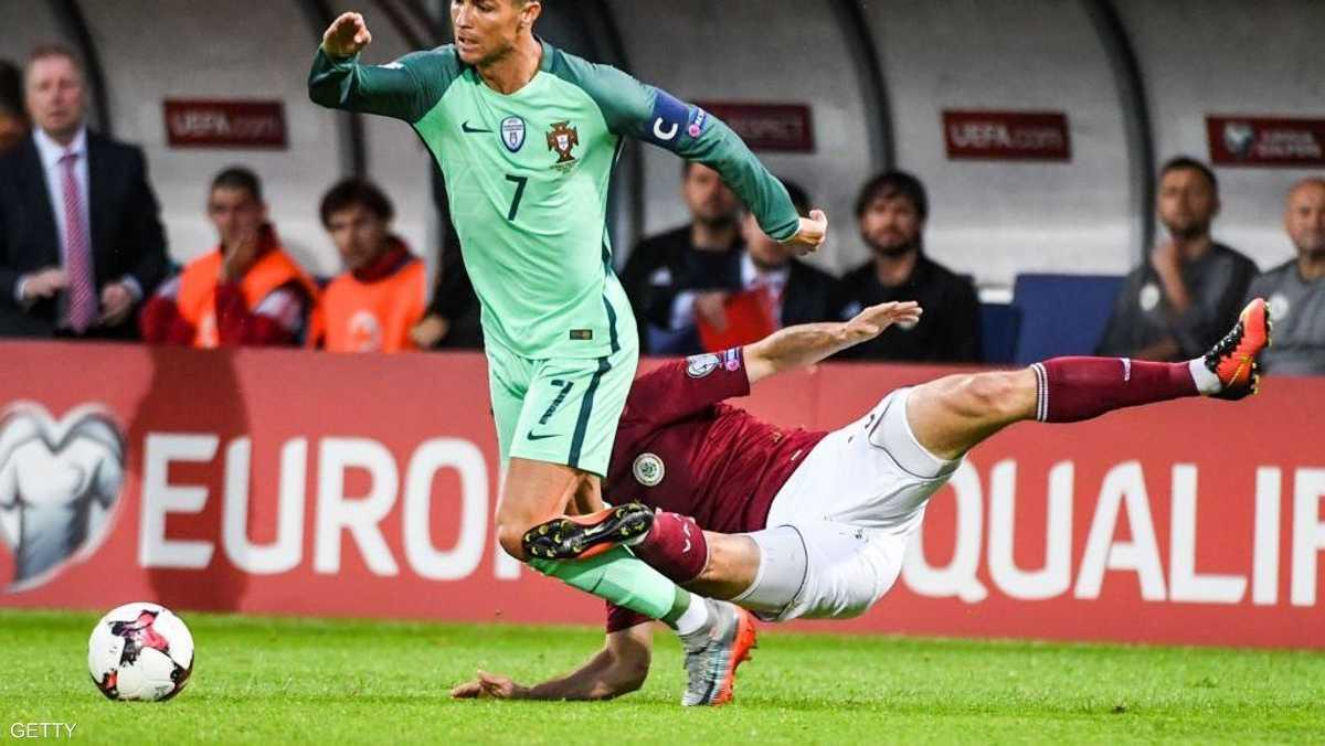 وأحرز هدفين ليقود البرتغال للفوز بثلاثية نظيفة على لاتفيا