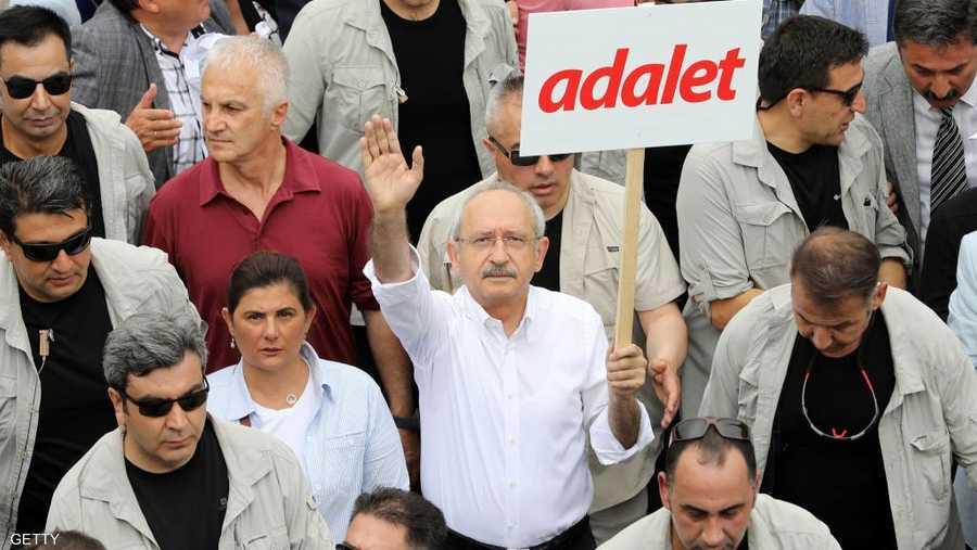 انضم رئيس الحزب كمال كيليتشدار أوغلو إلى التظاهرة
