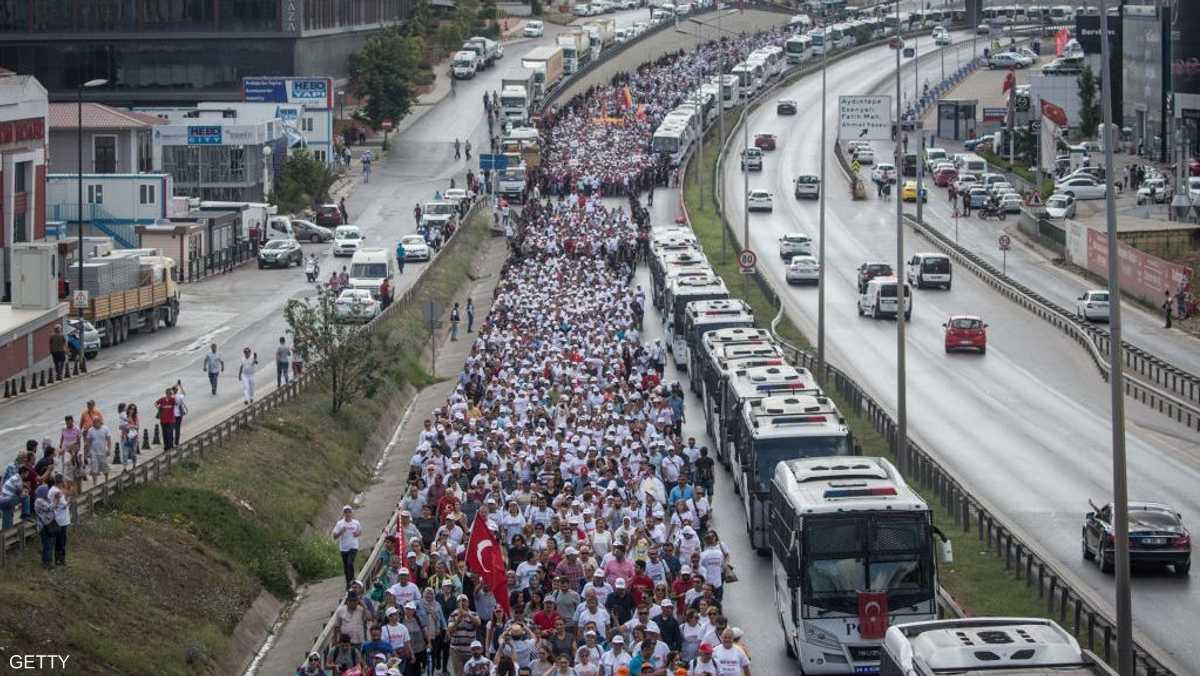 قطع المشاركون في المسيرة 425 كيلومترا في 25 يوما