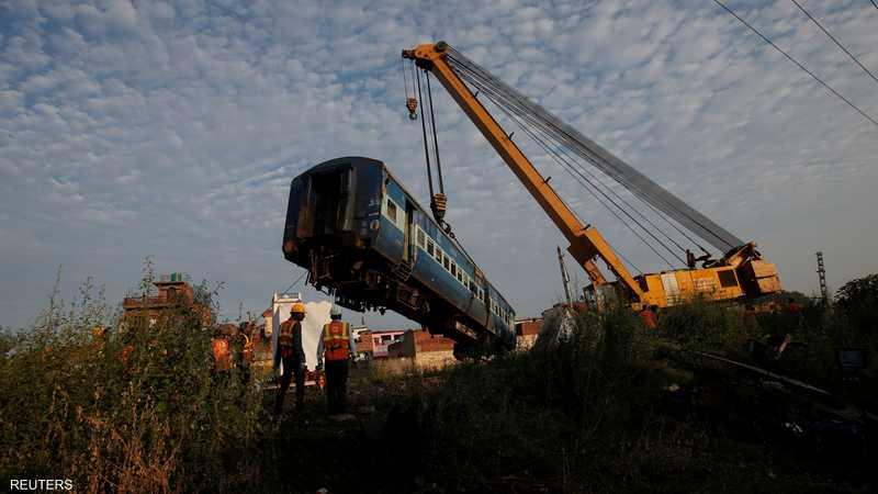 قطار خرج عن القضبان على بعد نحو 130 كيلومترا شمالي نيودلهي