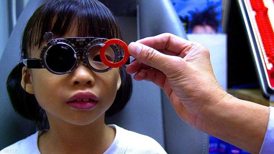 أعراض تنذر بمشاكل البصر لدى الأطفال 1-978815