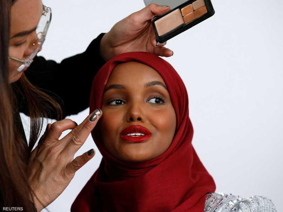 a2378f2f6 عارضة أزياء محجبة تحطم الحواجز في عالم الموضة. l 12 سبتمبر 2017 - 01:16  بتوقيت أبوظبي. ظهور الحجاب أصبح طبيعيا وتستخدمه شركات الإعلانات والإعلام